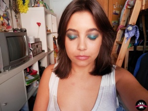 look modern smokey eye