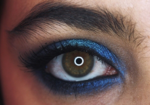 Christmas look: metallic blue